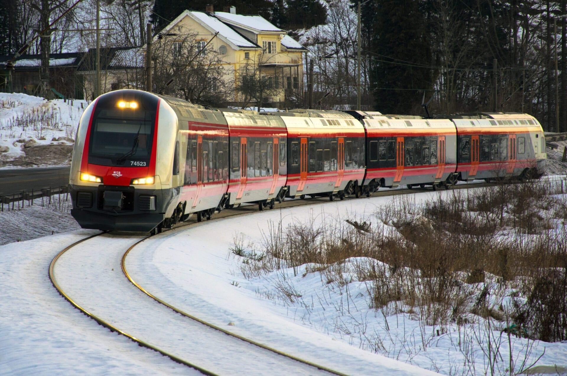 Tog på Vestfoldbanen. Foto: Peter Fiskestrand